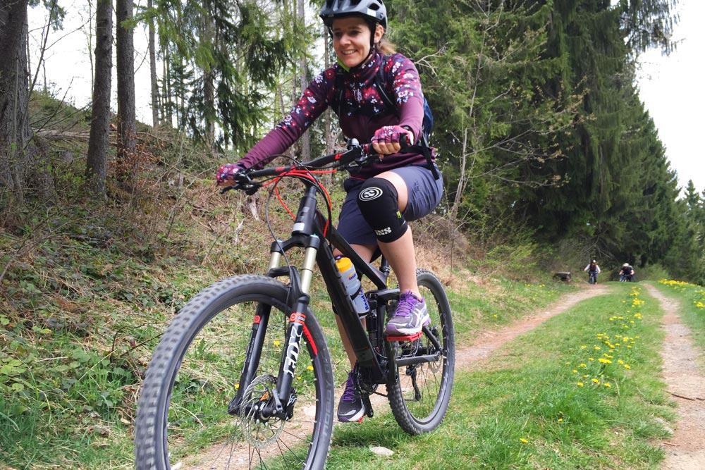 mtb women und ladys bike mtb fahrtechnik training mountainbike. Black Bedroom Furniture Sets. Home Design Ideas